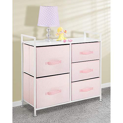 mDesign Cómoda de tela – Estrecho organizador de armarios con 5 cajones – Práctico mueble cajonera para el dormitorio, la habitación infantil o zonas pequeñas – Armario con cajones – rosa/blanco