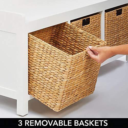 mDesign Banco con cajones para el vestíbulo – Elegante mueble zapatero para la entrada y otras estancias – Muebles auxiliares de madera con 3 cestas de almacenaje de jacinto de agua – blanco/natural