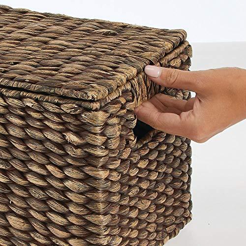 mDesign Juego de 3 cestas organizadoras – Elegantes cestas de almacenaje de jacinto de agua con tapa – Cajas de almacenaje con asas, ideales para guardar ropa, juguetes o revistas – marrón